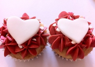 Mels_heart_cupcakes_2