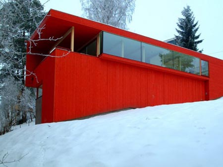 Red-color-wooden-house-in-snowy-area3