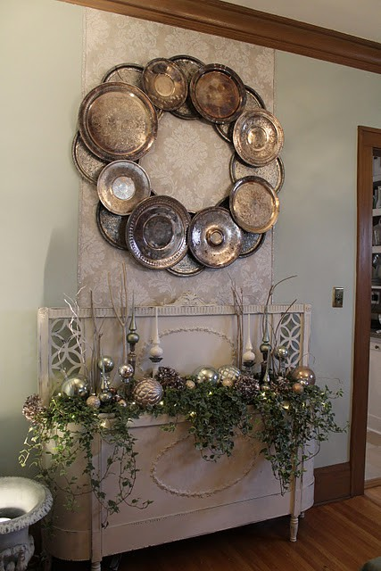 Wreath_of_silver_platters